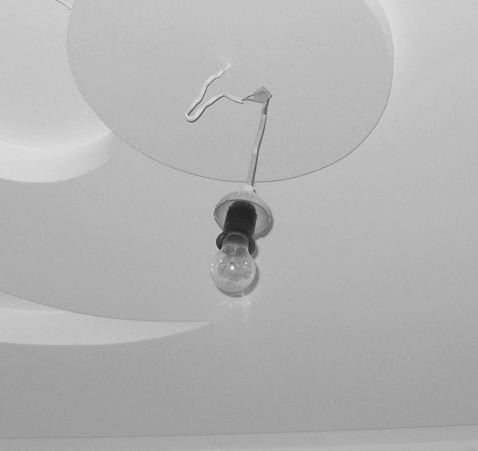 Частный мастер - голая лампочка из потолка