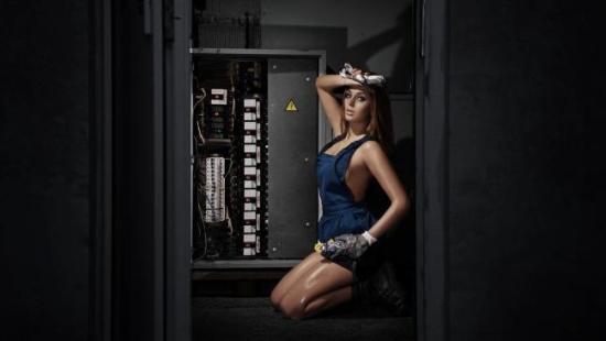 Девушка мастер электрик. Мастер на час