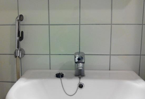 Смеситель с гигиеническим душем. Мастер на час