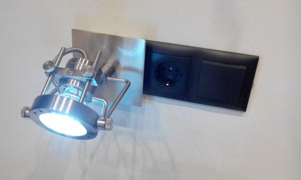 Мастер на час установка светильника: демонстрация выполненной работы