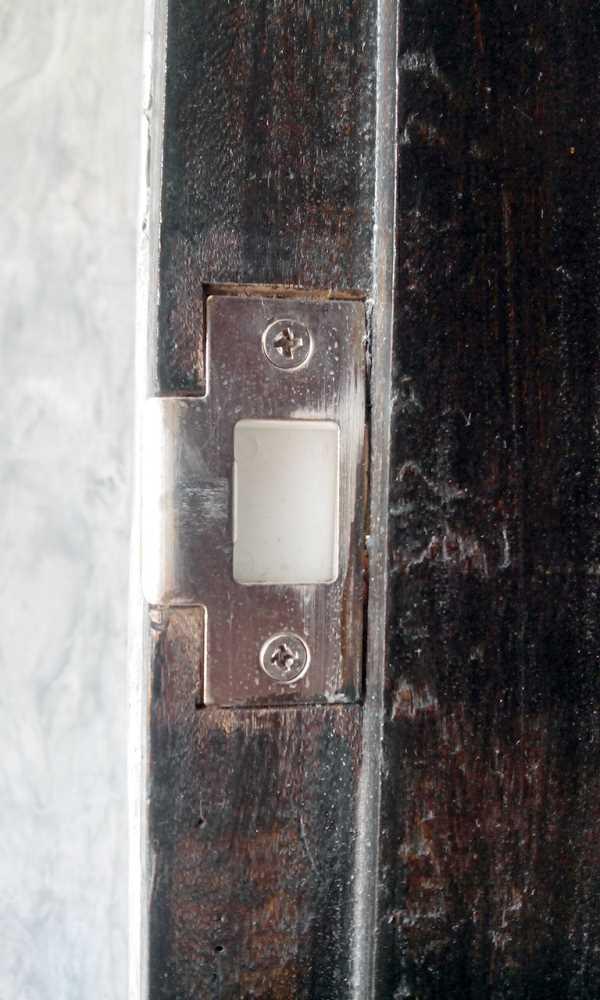 Мастер на час - замена дверного замка, монтаж ответной планки