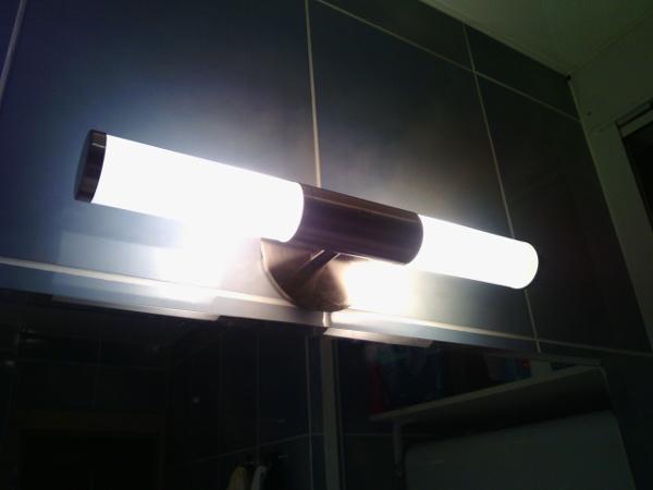 Мастер на час Фили, замена светильника в ванной комнате - новый светильник