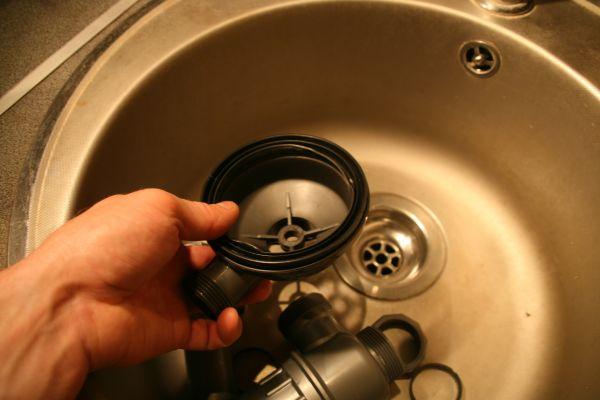 Замена сифона - установка прокладки