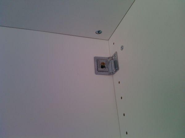 Площадь Ильича - металлический уголок для крепления шкафа к стене