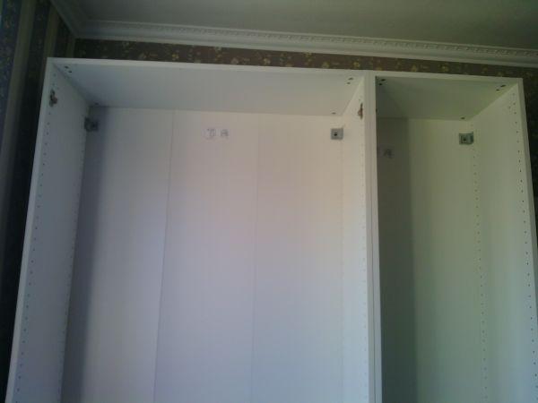 Шкаф из ИКЕА необходимо выставить мастеру по уровню